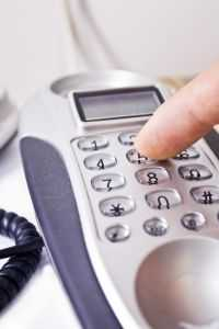 Sprzedaż przez telefon zaczyna się od rozpoczęcia rozmowy. Jak to zrobić, żeby zainteresować klienta?